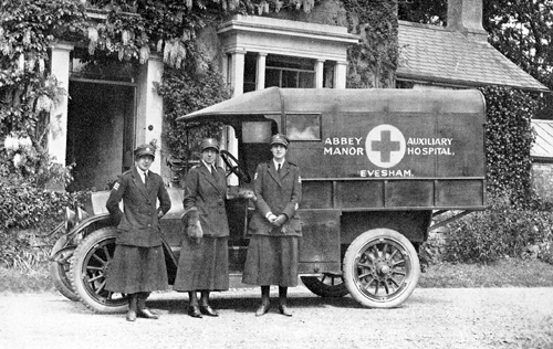 Evesham Manor Hospital's motorised ambulance acquired in 1918 [Courtesy of the Rudge family]