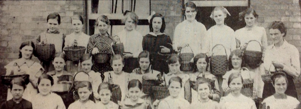 Children with blackberry baskets [Berrows Worcester Journal]